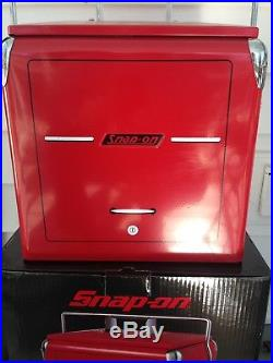 Snap On Tools Red Powder Coated Metal Retro Cooler With1946 Snap On Tl chst accent